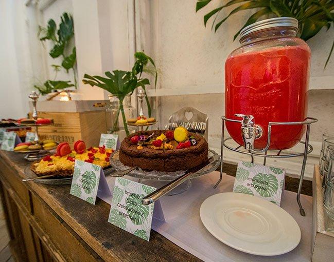 catering weselny stół słodkości